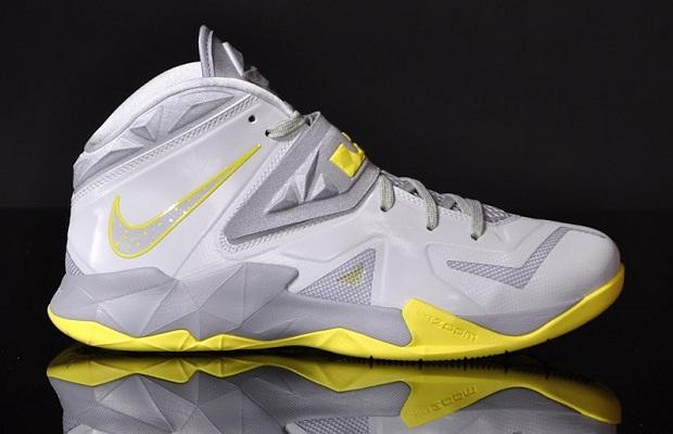 Nike Zoom Solider VII Pure Platinum